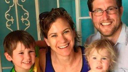 Maeve Kennedy Townsend McKean con sus hijos y su esposo