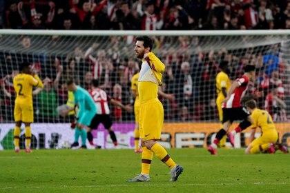 Messi no pudo ocultar su fastidio tras el final (Reuters)