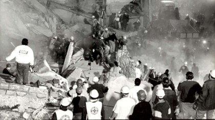 El atentado fue tomado por  la colectividad judía, la Justicia y los gobiernos como un ataque a toda la  sociedad argentina <br> AFP 162