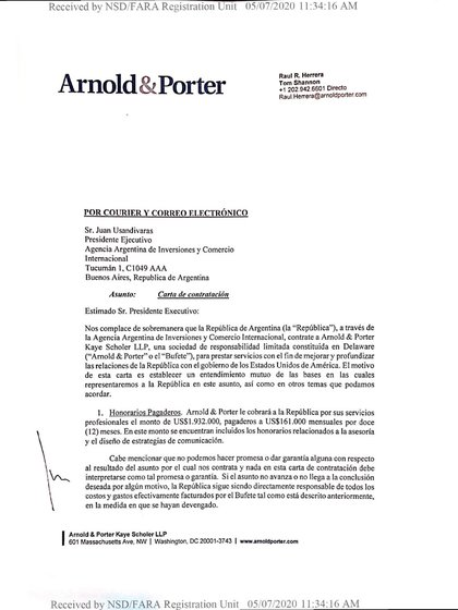 Facsímil del contrato firmado por Arnold & Porter con la Cancillería argentina –a través de la Agencia Argentina de Inversiones y Comercio– para hacer lobby en Estados Unidos