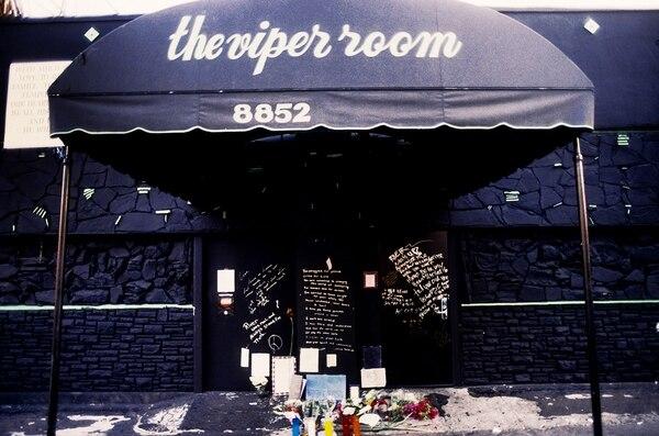 """Joaquin marcó al 911 para tratar de ayudar a su hermano, quien colapsaba afuera de """"The Viper Room"""", club nocturno de Johnny Depp"""