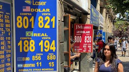 Casa de cambio en Santiago (REUTERS/Fabian Cambero)