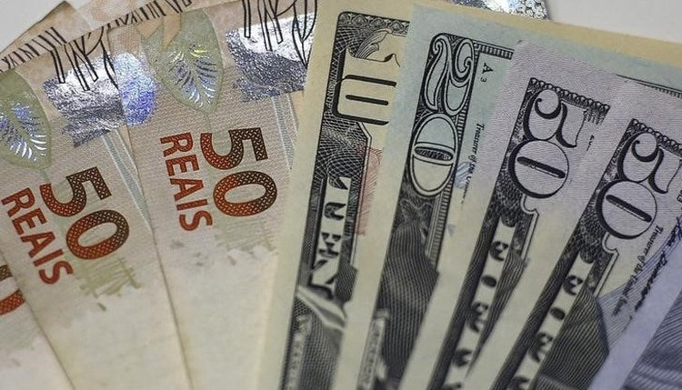 La moneda brasileña llegó a caer casi un 1% (REUTERS/Ricardo Moraes)