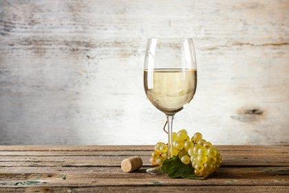 El vino blanco comienza a ganar terreno en la mesa de los argentinos. (Shutterstock)