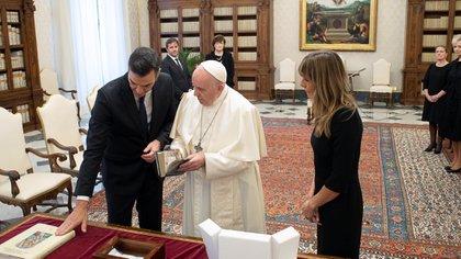 El papa Francisco recibió a Pedro Sánchez en el Vaticano. Vatican Media/Handout via REUTERS