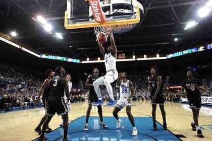 La última final del básquet universitario tuvo una audiencia de 19.6 millones de espectadores y generó ingresos publicitarios por 110 millones. Hay universidades que ganan más de 200 millones por año, con contratos de ropa que superan los 20 anuales (como el de UCLA con Under Armour)
