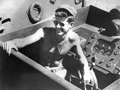 Lt. John F. Kennedy en 1942 a bordo del PT-109. (Handout / Reuters)