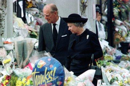 Isabel II es infatigable en lo que ella considera su sentido del deber, REUTERS
