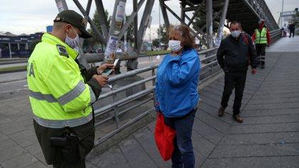 Bogotá. Enero 8 de 2020. Comenzó a operar en Bogotá el toque de queda para prevenir el contagio del Covid 19. Lugar: Venecia. (Colprensa - Camila Díaz)