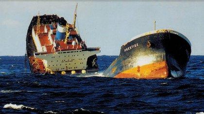 El 13 de noviembre de 2002 el buque Prestige se hundió en las costas de Galicia, España
