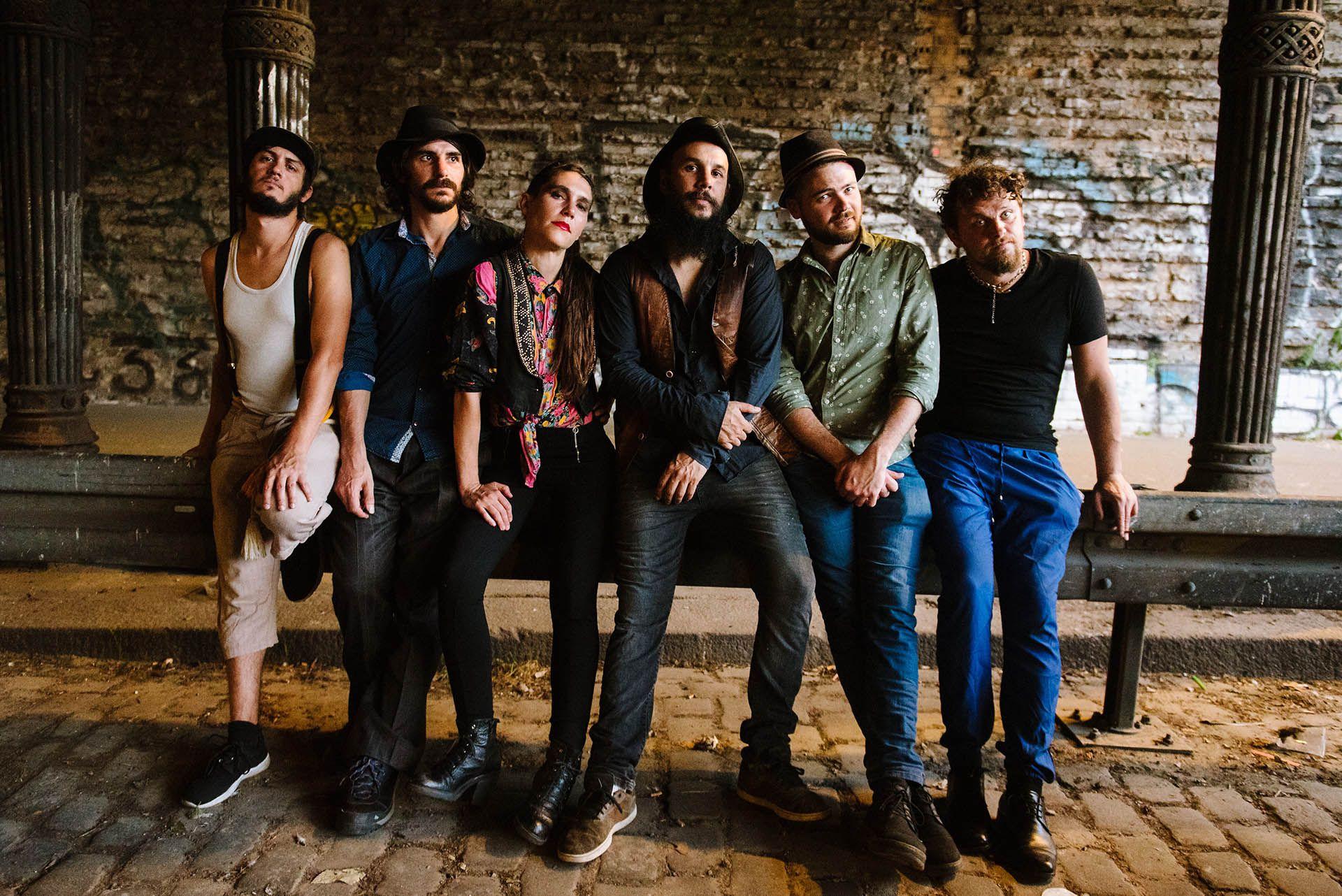 "La banda argentina hizo bailar a los actores de ""La Casa de Papel"""