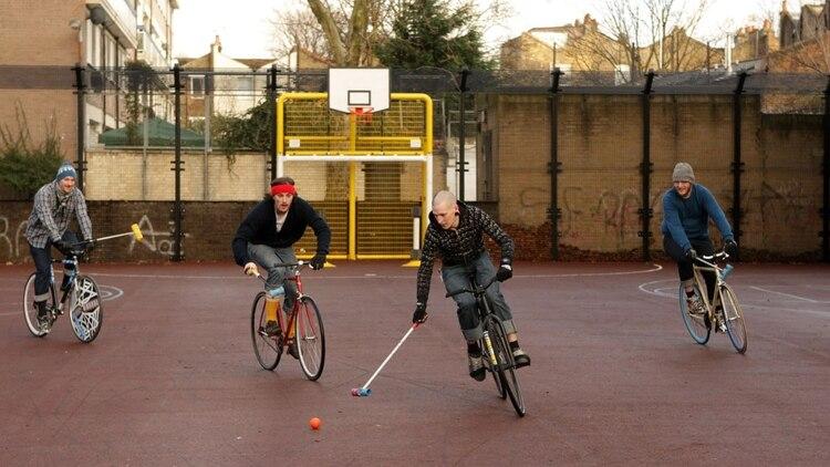 <b>Bikepolo:</b>es parecido al polo pero sin caballos, se practica con bicicletas zoomnews.es 163