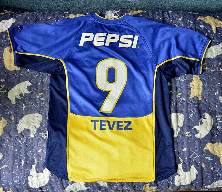 Esta camiseta perteneció al Apache en uno de los partidos que jugó por la Libertadores 2002 con el número 9 (Gustavo Gavotti)