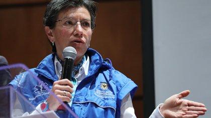 """Claudia López asegura que con el """"inglés machacado"""" muchos colombianos han salido adelante"""