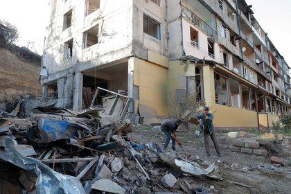 Escombros en Stepanakert, ciudad de Nagorno Karabaj. Foto: REUTERS/Stringer
