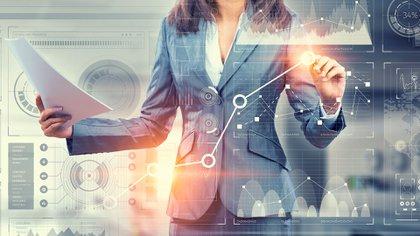 El techo de cristal, una metáfora que se utiliza para hacer referencia a las normas implícitas dentro de las compañías que dificultan a las mujeres el acceso a los puestos de alta gerencia, sigue siendo una limitación para reducir la brecha de género en el ámbito corporativo (Shutterstock)