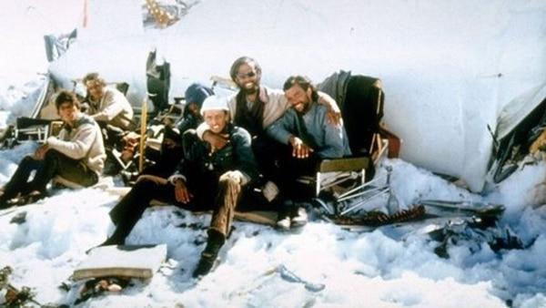 La tragedia del vuelo 571 de la Fuerza Aérea de Uruguay ocurrió el 13 de octubre de 1972 cuando el avió se estrelló en la Cordillera de los Andes en Mendoza.