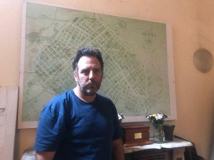 Llinás y el mapa de Aquilea detrás