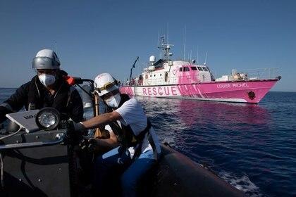 El barco Louise Michel para rescatar inmigrantes en el Mediterráneo.  Chris Grodotzki / Louise Michel / Dispensa vía REUTERS