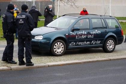 Al auto apenas fue dañado (REUTERS/Fabrizio Bensch)