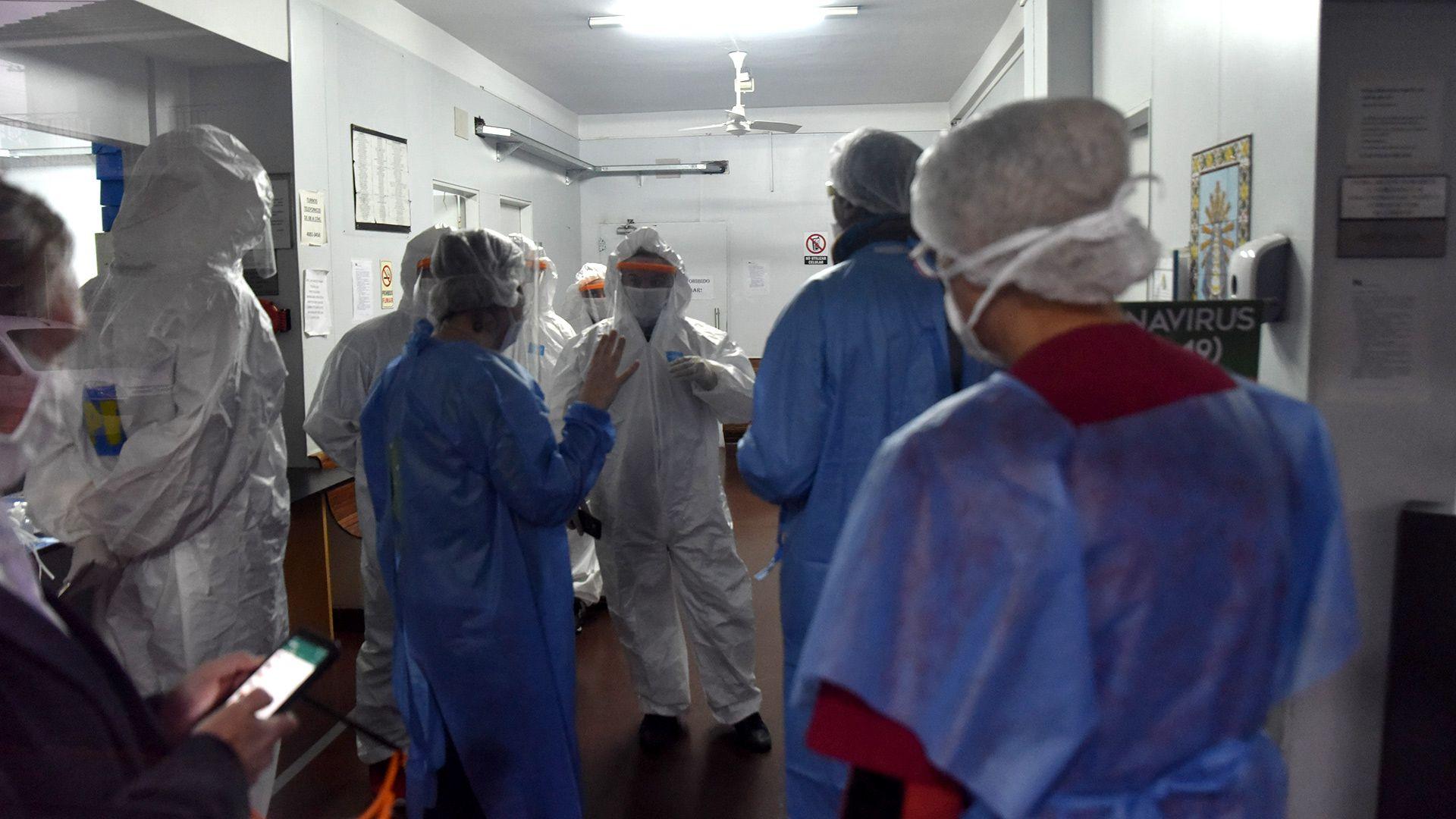 El operativo de inspección sanitaria el 17 de abril en el Centro de Salud Norte, en Villa Adelina. (Franco Fafasuli)