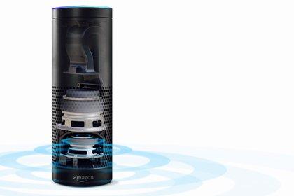 El micrófono con tecnología de campo lejano del Amazon Echo permite que nuestra voz sea escuchada desde cualquier lugar, no importa donde nos encontremos en la habitación