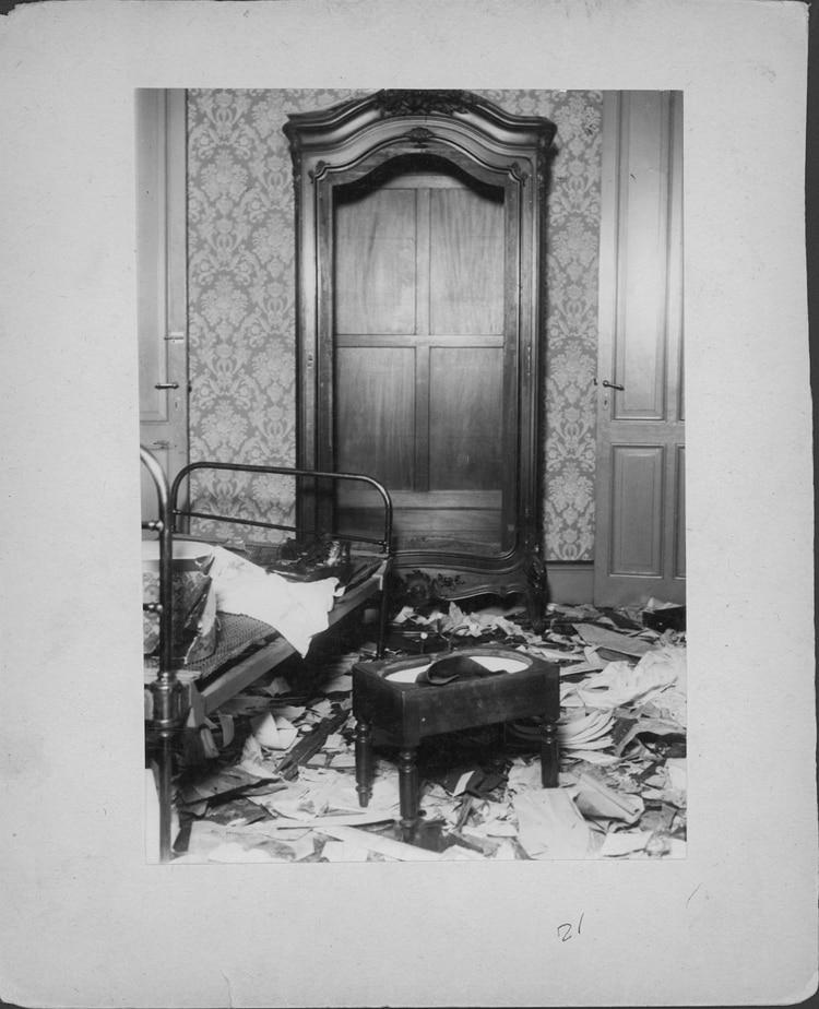 La casa de Yrigoyen tras el saqueo (Archivo General de la Nación)