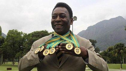 Pelé es considerado el futbolista con más goles de la historia contando partidos no oficiales