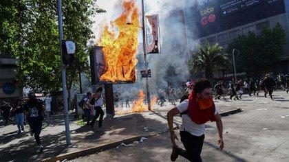 Chile ha vivido días intensos de violencia y manifestaciones ciudadanas en todo el país. (AFP)