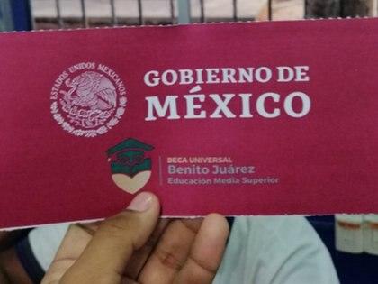 La beca es asignada por la Coordinación Nacional de Becas para el Bienestar Benito Juárez (Foto: Twitter/AntonioHV13)