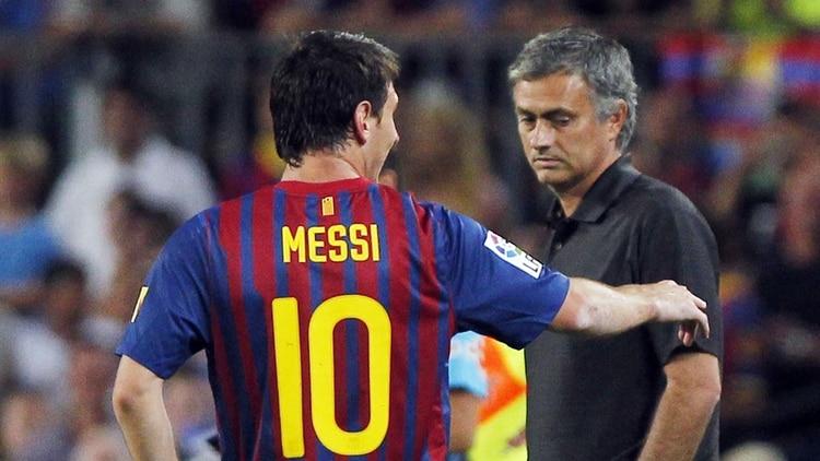 José Mourinho contó la fórmula para detener a Lionel Messi dentro del campo de juego (AP)