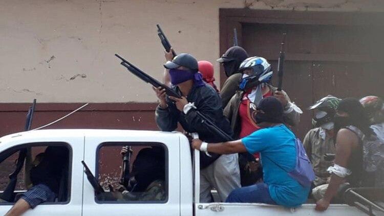 Paramilitares afines al régimen de Ortega, trabajan en coordinación con la Policía, se mueven encapuchados con total impunidad y son los principales responsables de los secuestros y asesinatos