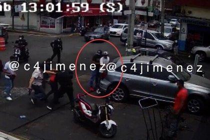 """Extorsionan, golpean, secuestran, y trabajan para """"El Hormiga"""" y """"El Gori"""" en las calles Jesús Carranza y Granada, en la colonia Morelos (Foto: Twitter/@c4jimenez)"""