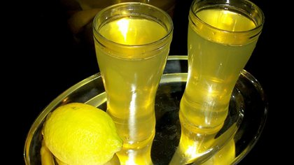 En época de limones, nada mejor que aprovecharlos al máximo posible, incluso con limonada o limoncello