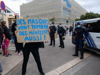Protesta de los dueños de restaurantes y bares frente al hospital La Timone de Marsella (REUTERS/Noemie Olive)