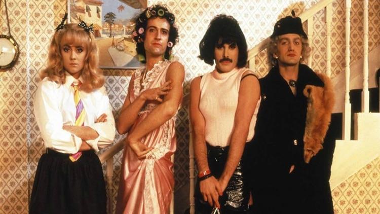 Los integrantes de Queen posando en su clip