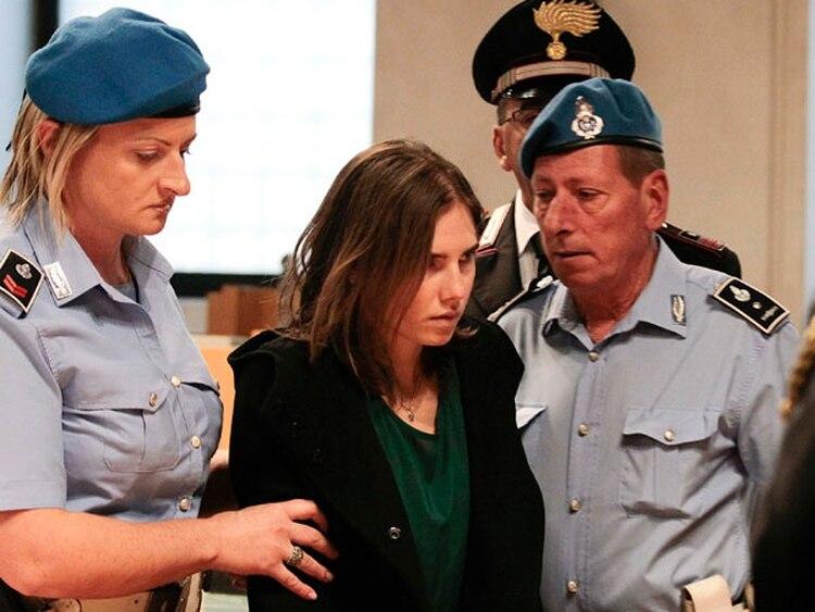 Durante el juicio Guede contó que mientras él estaba allí escuchó gritar a Meredith y que al volver vio a una sombra pararse con un cuchillo sobre Meredith mientras ella estaba en el piso sangrando. En el juicio, llegó a decir que vio la silueta de Amanda (Reuters)