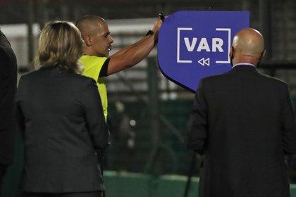 Durante los últimos años, la CONCACAF ha buscado implementar el VAR en sus torneos (Foto: EFE/Raúl Martínez/Archivo)