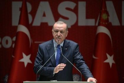 Erdogan encabezó una reunión de urgencia con el consejo de seguridad de Turquía para tratar la crisis en el noroeste sirio (REUTERS)