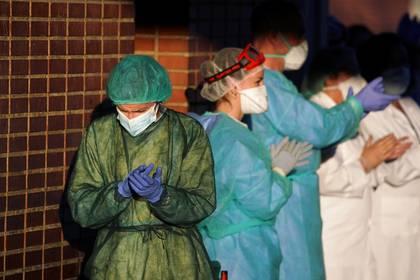Personal médico en un hospital de Leganés, cerca a Madrid (Reuters)