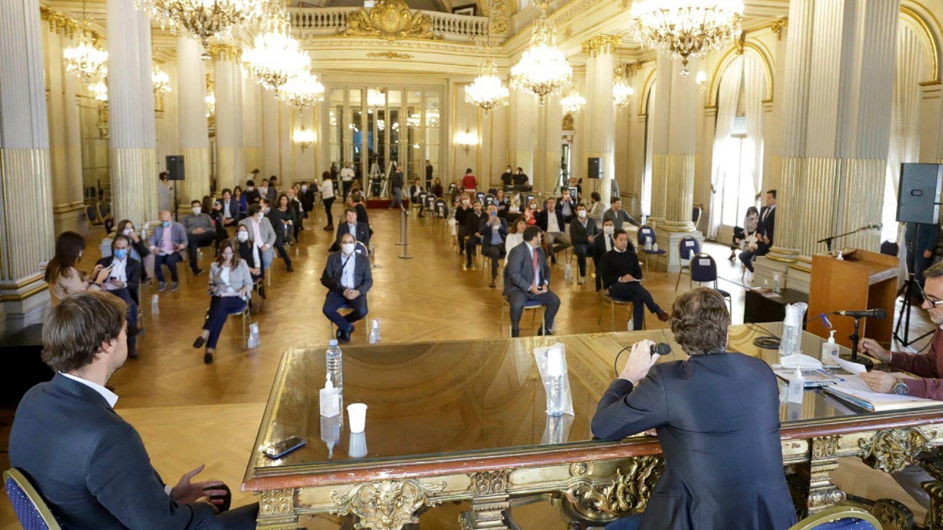 La sesión se llevó adelante en el Salón Dorado del Palacio Legislativo para prevenir eventuales contagios de coronavirus