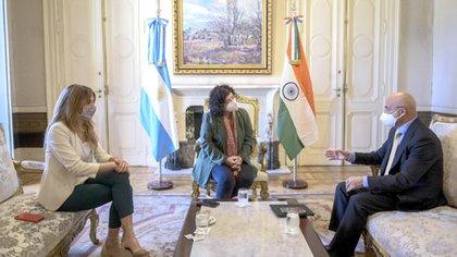 Vizzotti y Nicolini, en una reunión con el Embajador de la India en nuestro país, Dinesh Bhatia, cuando el país asiático todavía negociaba la venta de vacunas (Foto NA)