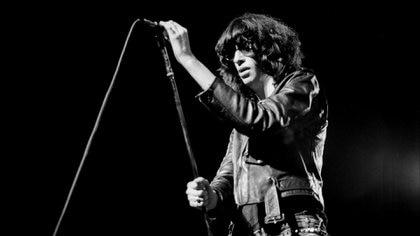 20 años sin Joey Ramone: el matón enfermizo del punk que partió la historia del rock en dos