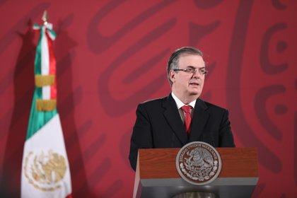 El secretario de Relaciones Exteriores, Marcelo Ebrard, ofrece una rueda de prensa matutina en el Palacio Nacional, en Ciudad de México (México). EFE/ Sáshenka Gutiérrez/Archivo
