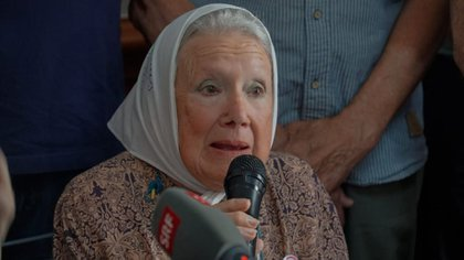 Nora Cortiñas, en una protesta. Fue crítica del Presidente y luego moderó sus dichos.