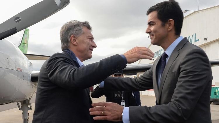 Juan Manuel Urtubey recibió ayer en el aeropuerto a Mauricio Macri.