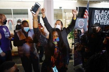 El festejo de Cori Bush, activista de Black Lives Matter (Reuters)