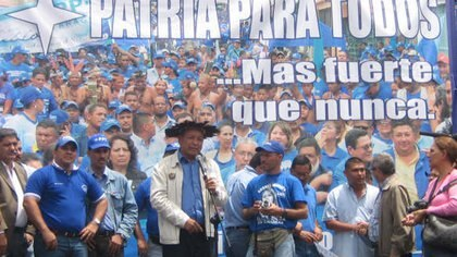Militantes de Patria Para Todos durante un acto político
