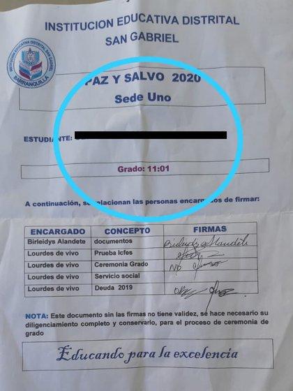 """Rector de colegio en Barranquilla solicitó a estudiantes de undécimo grado unas baldosas como """"requisito social"""" para entregar el acta de grado de bachiller a los alumnos / (Impacto News)."""
