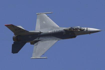 Un F-16 de la Fuerza Aérea de Estados Unidos durante una demostración. La venta a Taiwán está valuada en 8.000 millones de dólares(AP/Aijaz Rahi)
